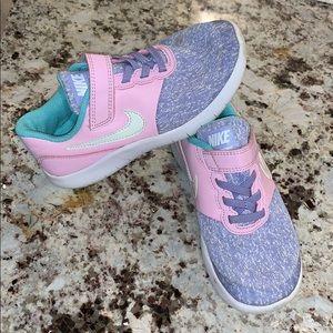 Little girl tennis shoes